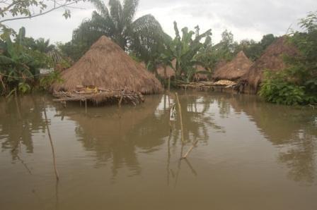 Inondation d'un village de la vallée (cliché, Zannou, 2013)